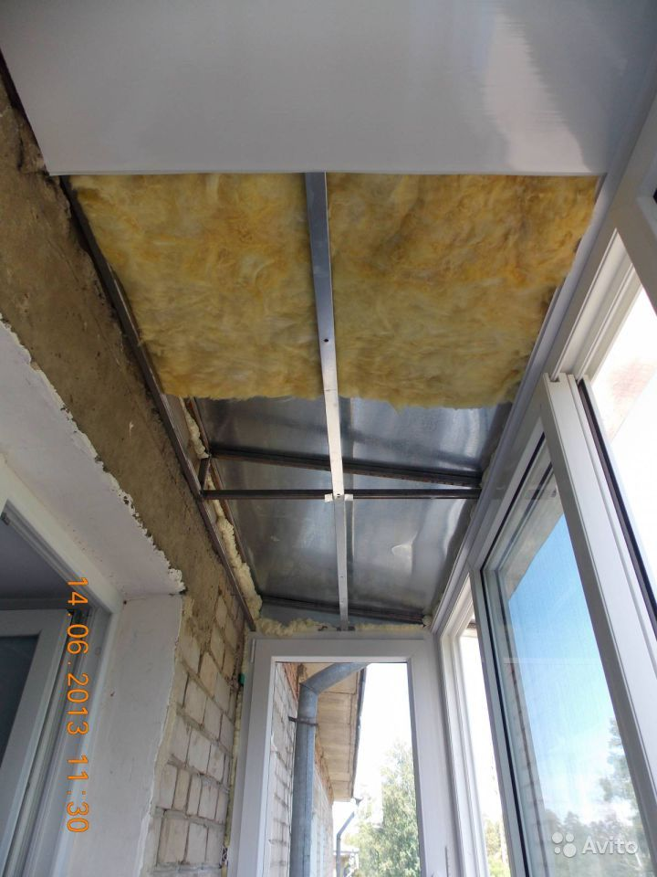 Новые потолки на балконе..